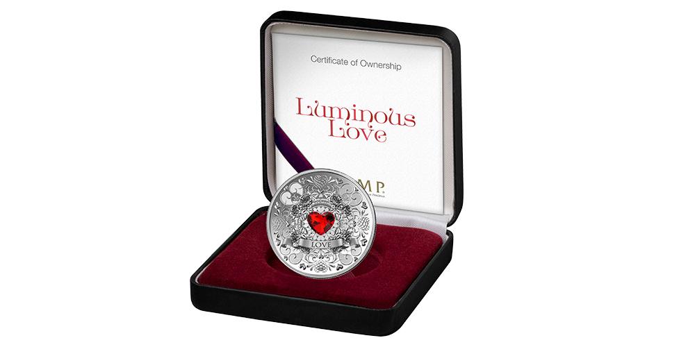 Luminous Love – mynt i 99,9 % silver och Swarovski-kristall i ett specialdesignat skrin