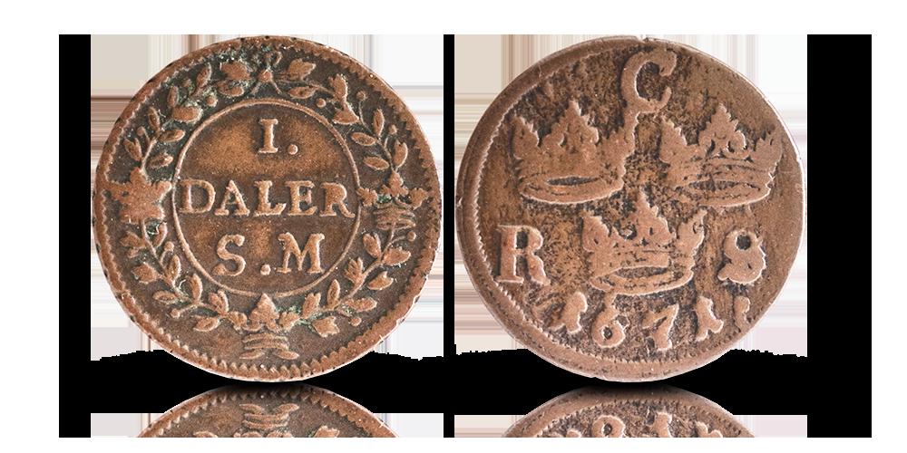 två kopparmynt som präglats under Sveriges stormaktstid 1611-1721